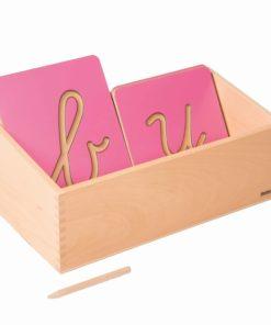 Boite de rangement pour les formes des lettres creusées - Nienhuis Montessori