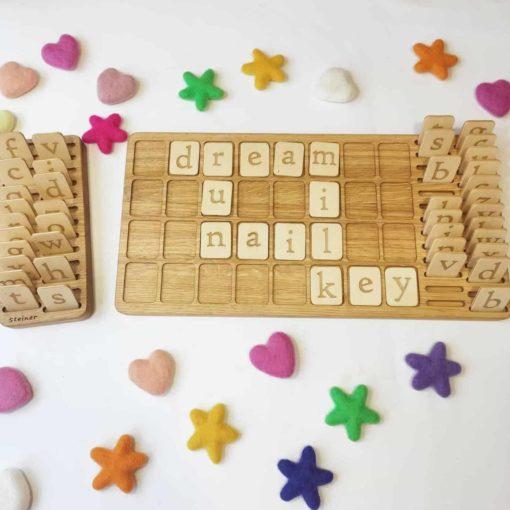 Planche d'alphabet en bois fait main avec lettres et mots réversibles en anglais / Jouet d'apprentissage inspiré de Montessori - Threewood