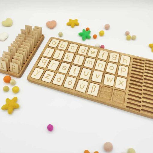 jouet d'apprentissage inspiré Montessori planche d'alphabet en bois majuscules allemandes - Threewood