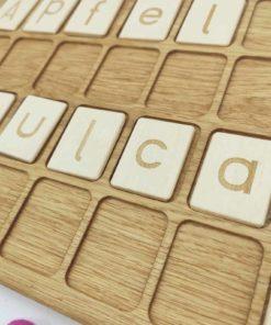 jouet d'apprentissage inspiré Montessori planche de lettres et de mots de l'alphabet allemand en bois - Threewood